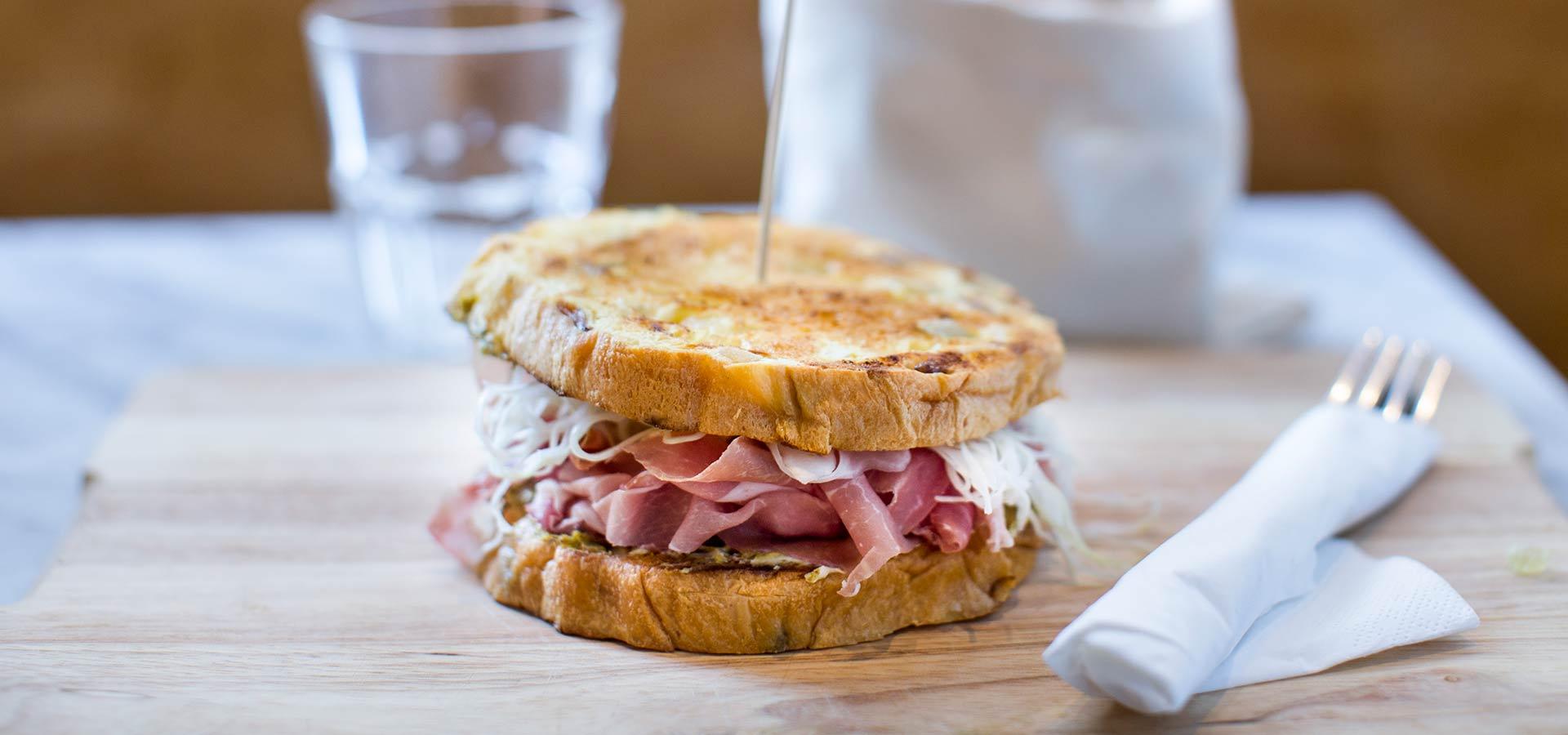 Foto di un panino a Milano con Guide Turistiche Milano